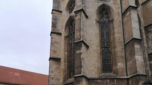 Postavljaju se skele oko zagrebačke Katedrale: Treba uviditi još sva oštećenja