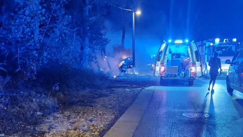 Svi su maloljetni: Auto izgorio nakon što se zabio u stup, četvorica su teško ozlijeđena