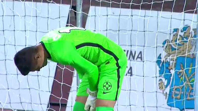 Primio šest golova, komentator ga u prijenosu napao: Nije naša greška što je on postao golman
