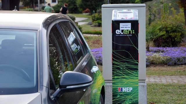 Slavonski Brod: Punjenje baterija električnog automobila