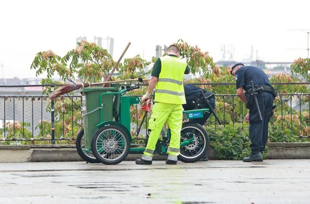 Zagreb: Policijske službenike zanimalo je sve o novm električnom smetlarskom biciklu