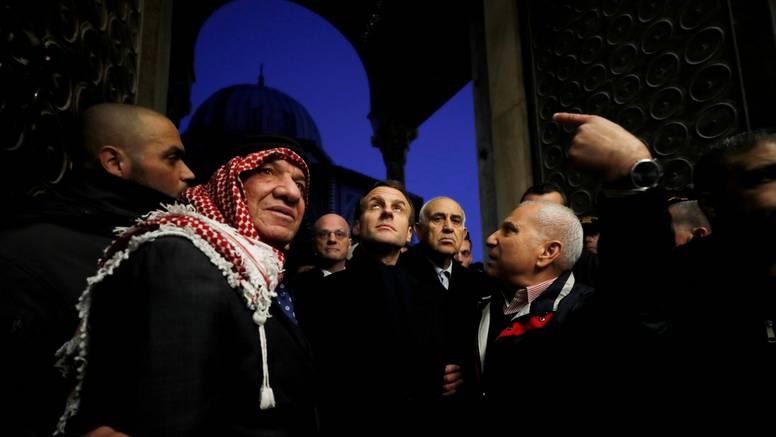 Macron u Jeruzalemu nije dao izraelskom policajcu u crkvu