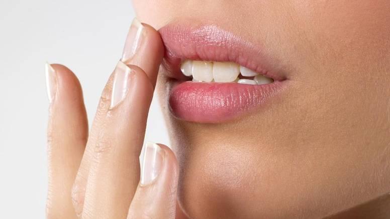 Napravite sami odličan balzam za usne od prirodnih sastojaka