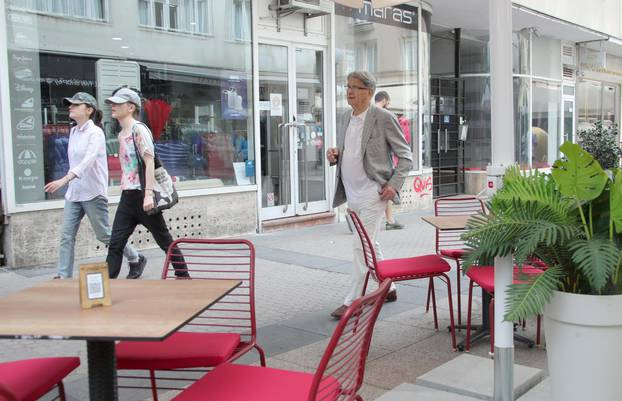 Zagreb: Miroslav Blažević prošetao gradom i fotografirao se s fanovima