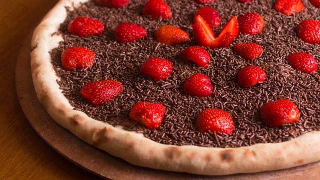 Kušajte slasnu slatku varijantu pizze: Sa čokoladom i jagodama