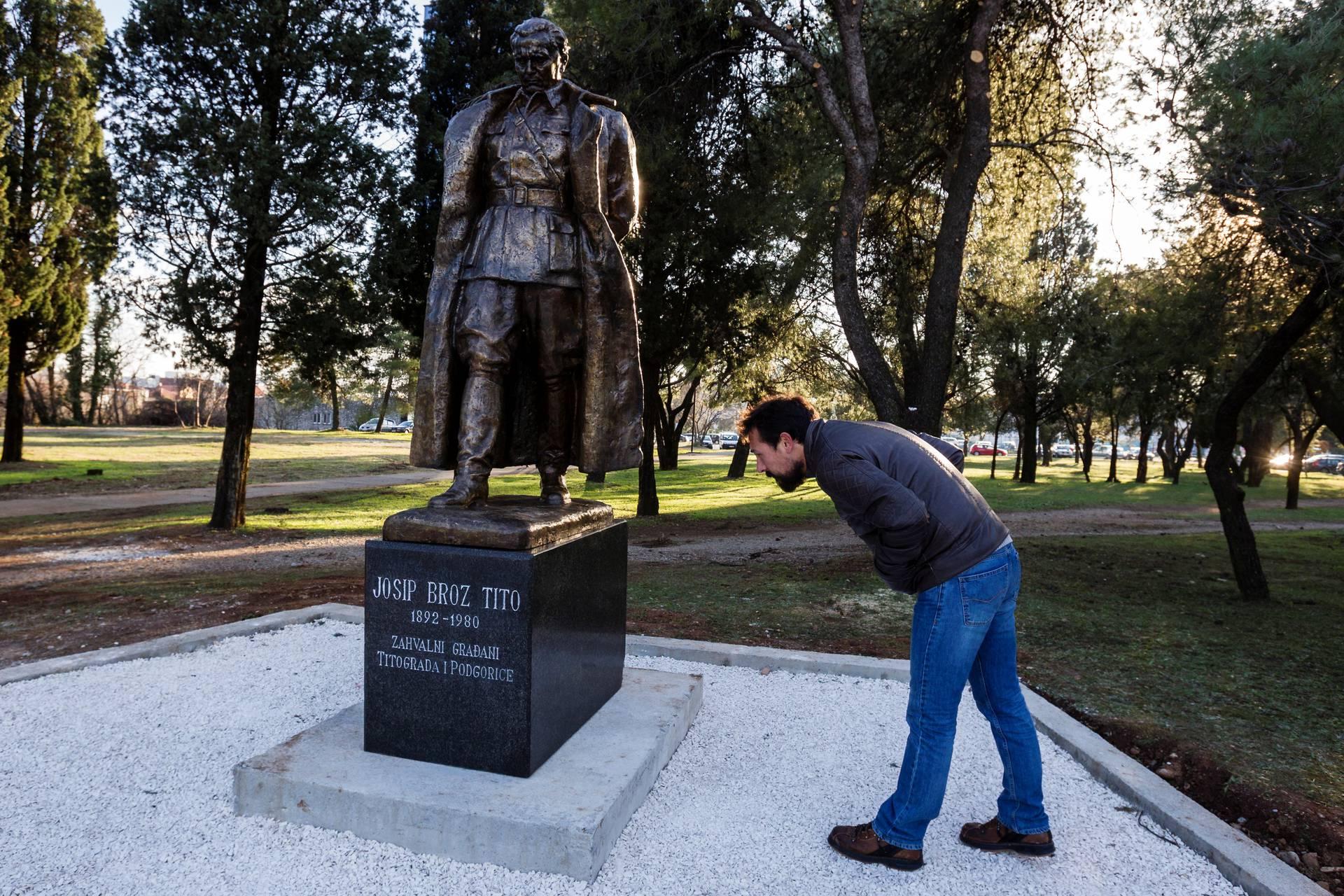 Galerija Slika Dok Ga Drugi Micu Podgorica Podignula Novi