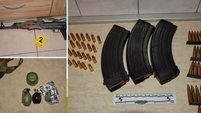 U stanu muškarca (65) policija pronašla  pušku i ručne bombe
