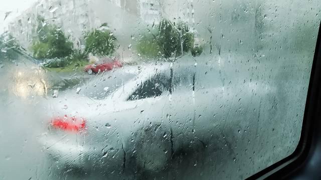 Mali trikovi kako da se stakla na automobilu ne zamagle