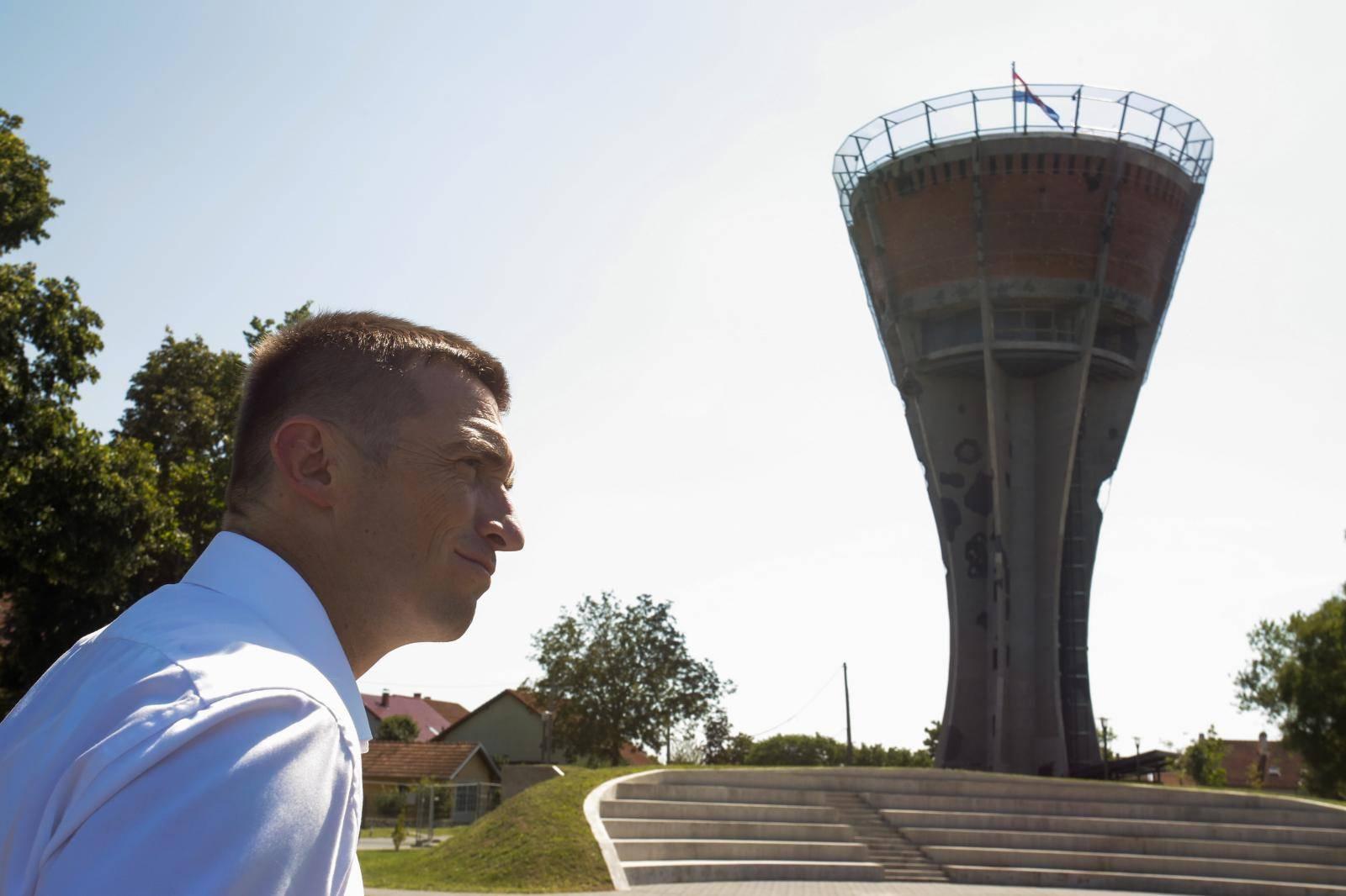 Gradonačelnik Vukovara obišao Vodotoranj koji je u završnoj fazi izgradnje