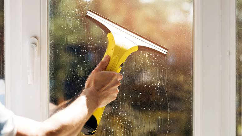 Napravite vlastito sredstvo za čista i blistava stakla u trenu