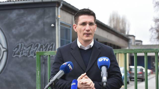 Zagreb: Članovi Mosta održali konferenciju za medije