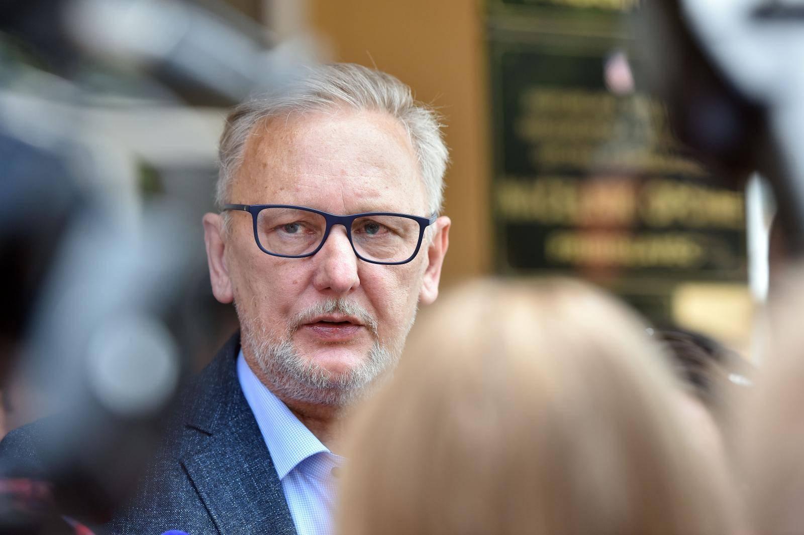 Ministar unutarnjih poslova Davor Božinoviæ na radnom sastanku u Pribislavcu