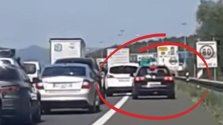 VIDEO Bahati vozač kod Lučkog vozi po zaustavnoj traci: 'Prijeti svima koji ga ne žele propustiti'