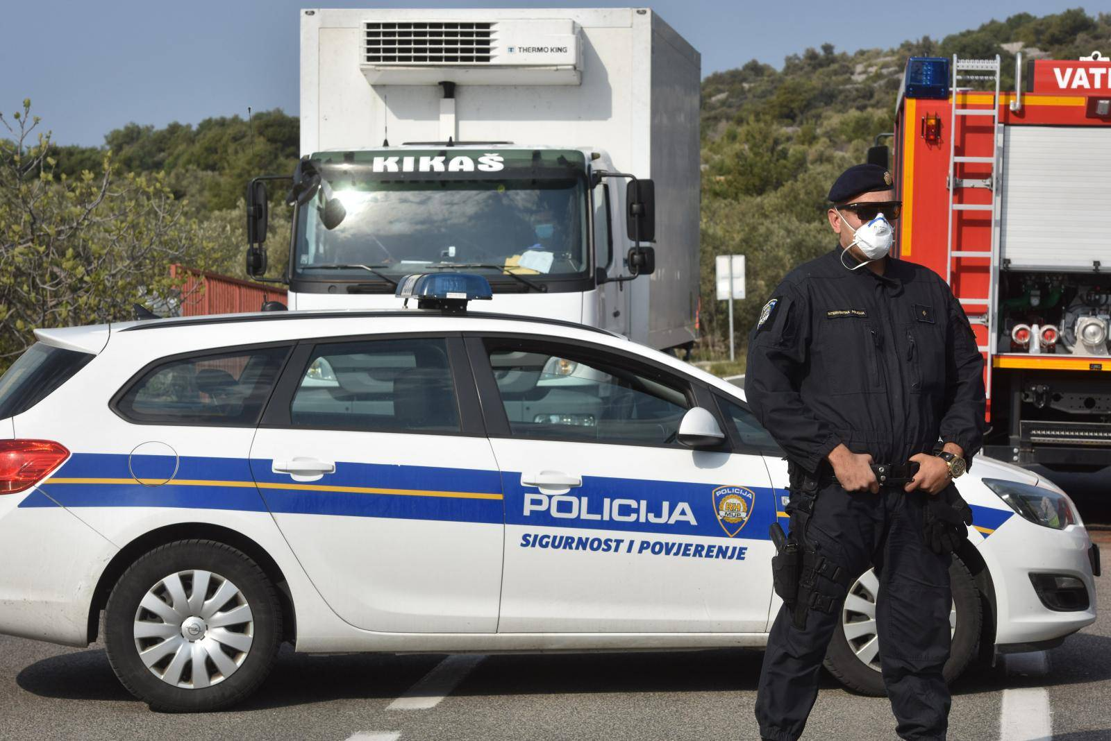 Murter i Betina stavljeni u karantenu, policija na ulazu provjerava vozila