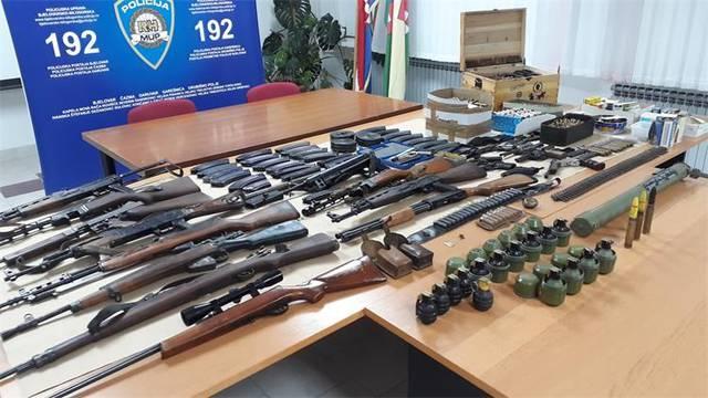 Policajci na Lastovu pronašli oružje, streljivo i eksploziv