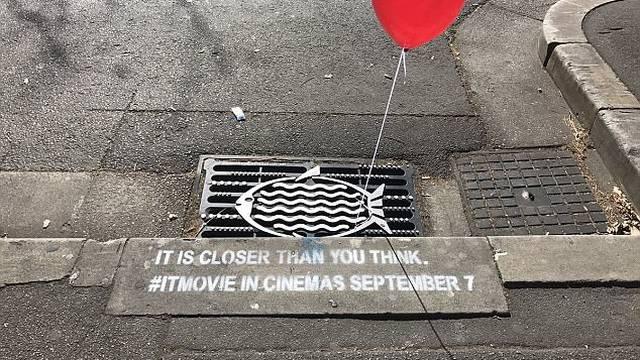Crveni baloni na ulicama Sydneyja