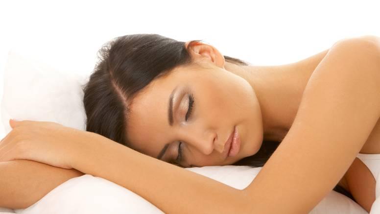 Što se dogodi vašoj koži kad ne skinete šminku prije spavanja?