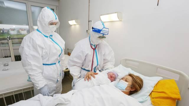 U Općoj bolnici Karlovac carskim rezom uspješno porođena COVID-19 pozitivna majka