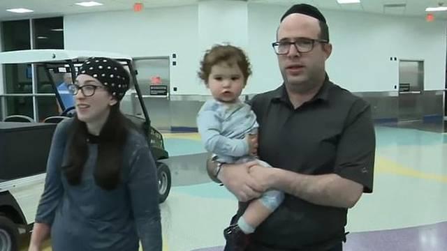 Obitelj s malom bebom izbacili s leta: 'Žao nam je, zaudarate'