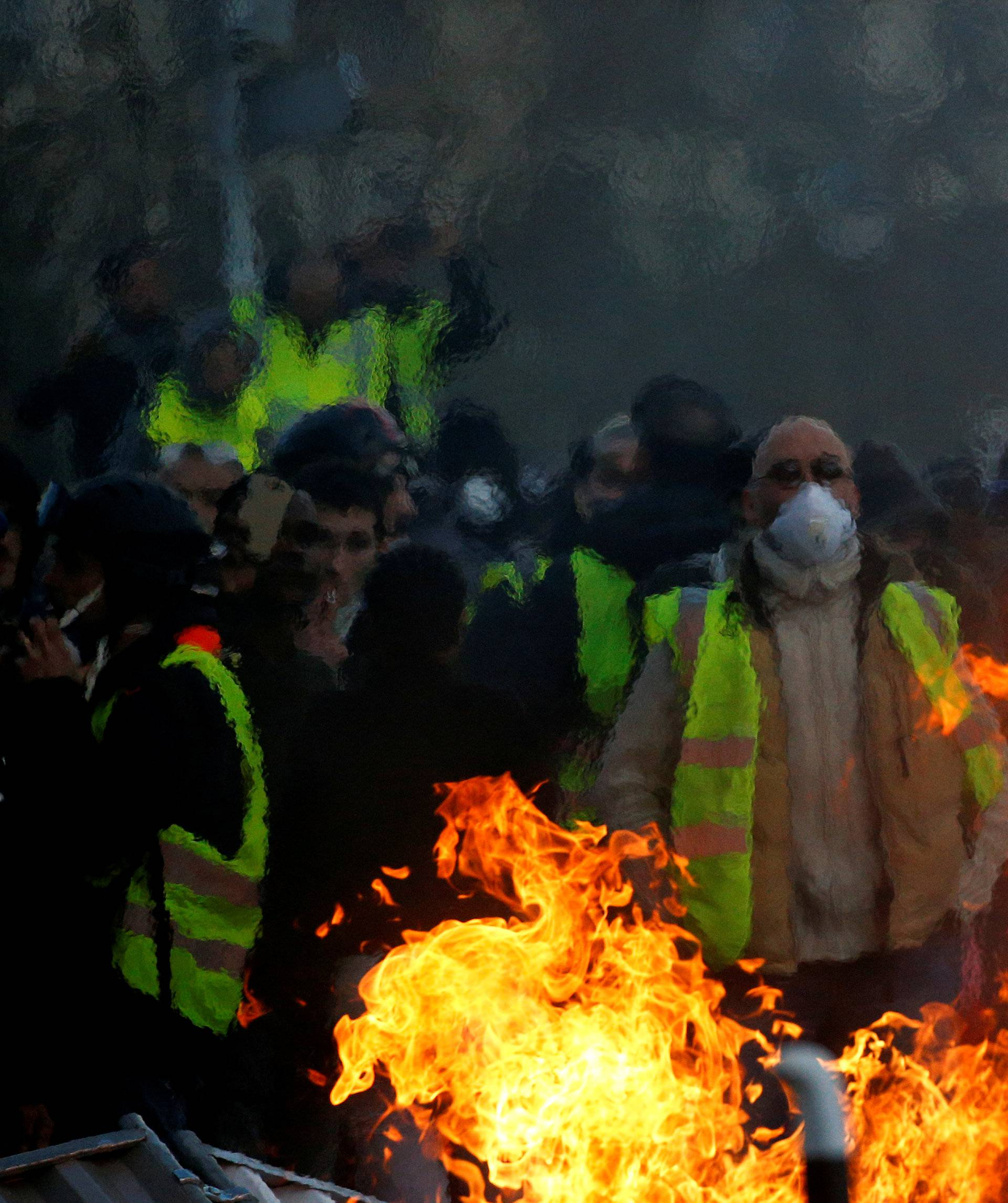 "Demonstration of the ""yellow vests"" movement in Angers"