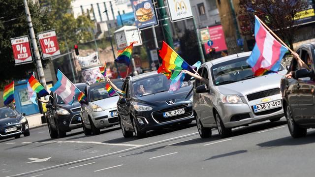 Parada ponosa u Sarajevu: U autima su se vozili zbog korone