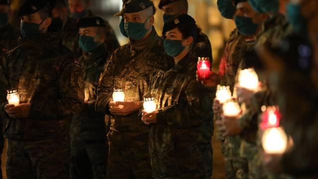 Hrvatski vojnici u Poljskoj odali su počast žrtvama Vukovara