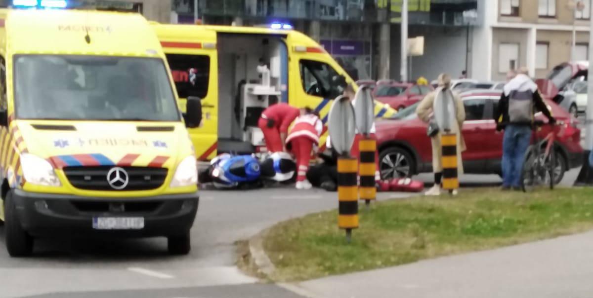 Sudar na Slavonskoj, vozač motora je podletio pod auto...