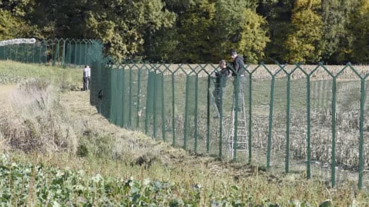 Slovenija: Tvrtka iz Srbije će postavljati ogradu prema RH