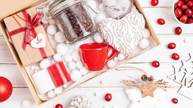 Kako izraditi personaliziranu božićnu kutiju? Evo nekoliko jednostavnih i efektnih ideja