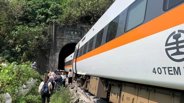 Poginulo najmanje 36 ljudi u željezničkoj nesreći na Tajvanu