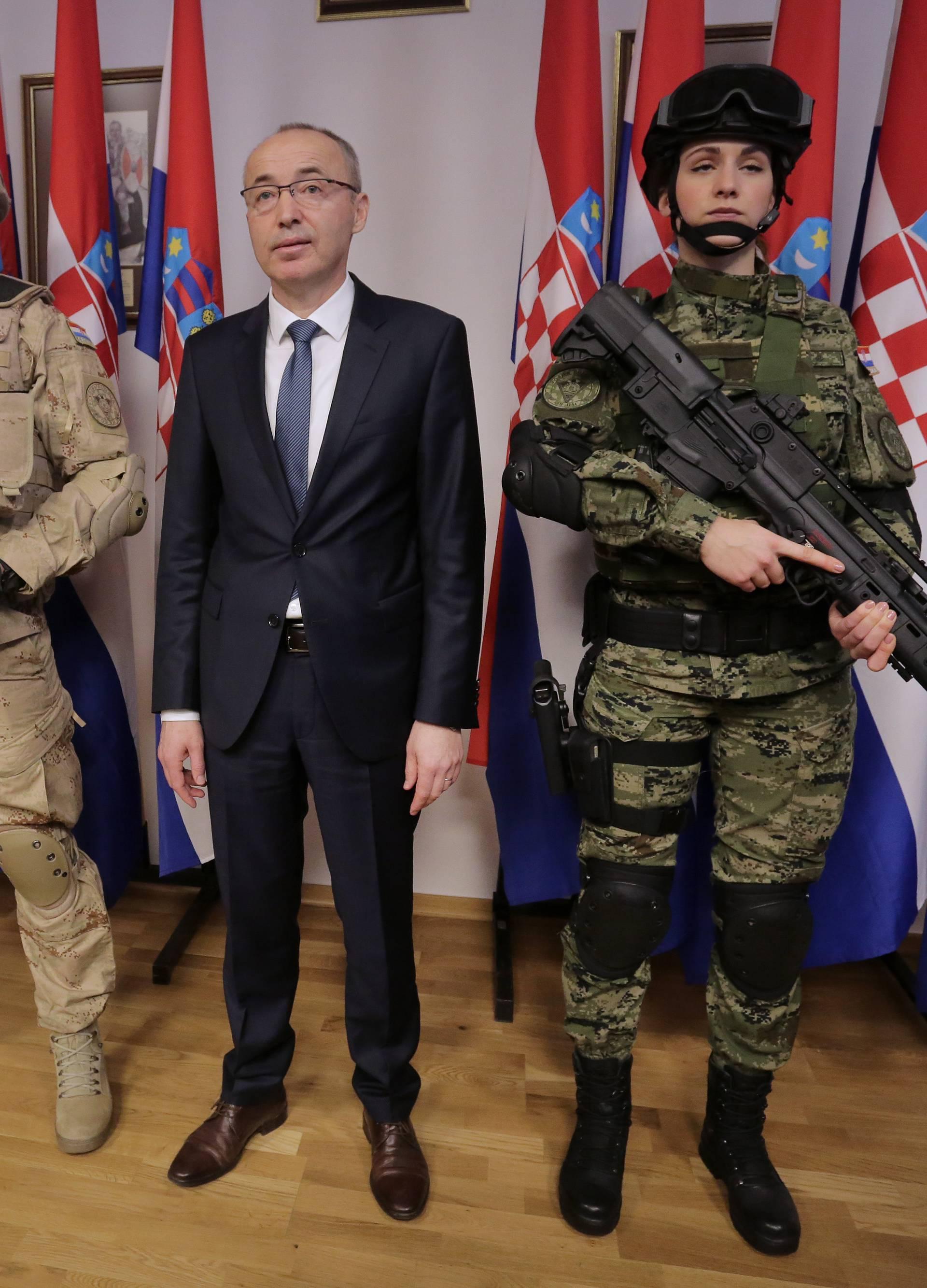 Zagreb: Potpisivanje ugovora o nabavi vojne opreme u MORH-u