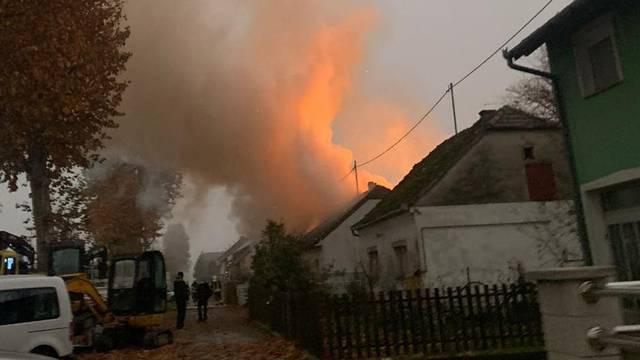 VIDEO Izgorjela kuća u Čepinu, vatrogasci su pronašli tijelo...