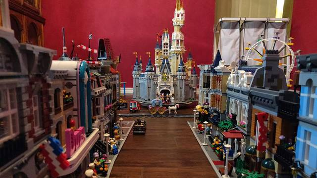 Od Lego kockica je napravio minijaturni Disneyland park
