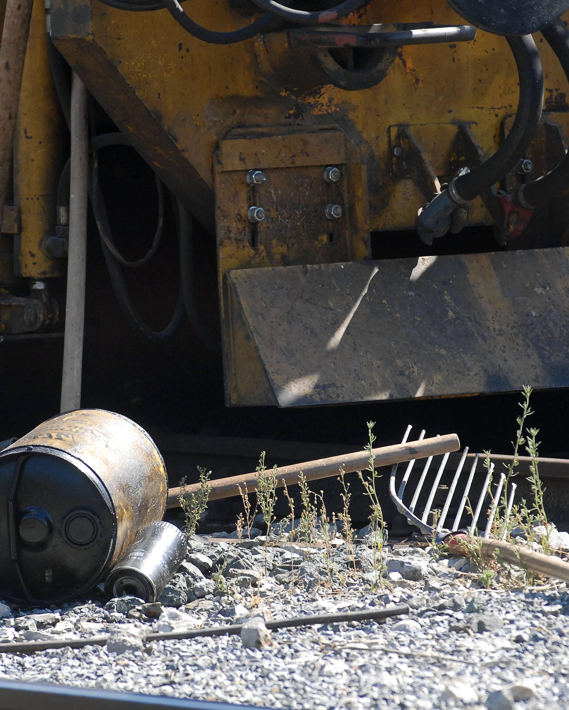 Prevrnuo se radni stroj uz Sunju: Poginuo mladi vozač