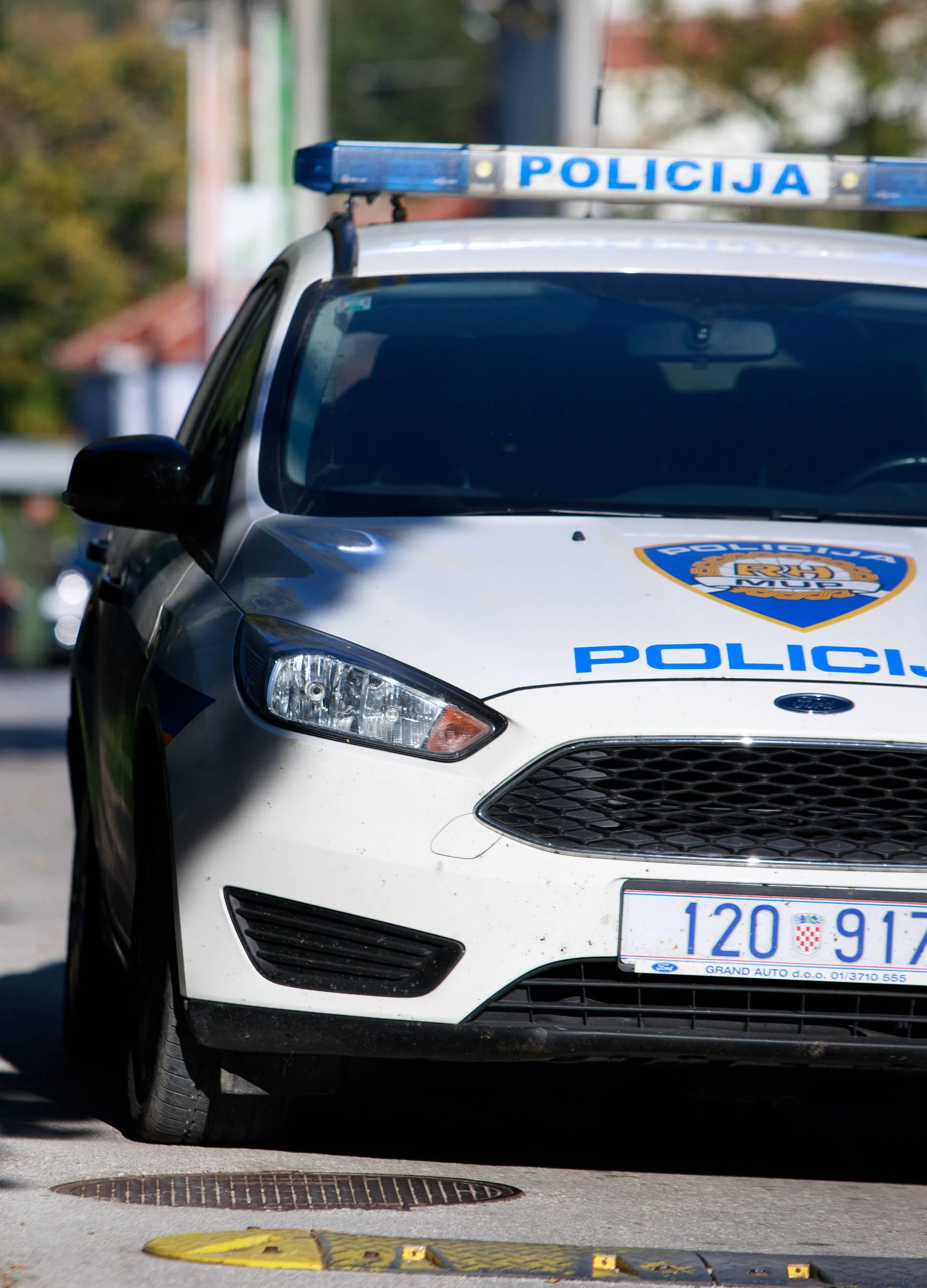 Kradljivac je djelatnici suda prijetio bombom i paležom