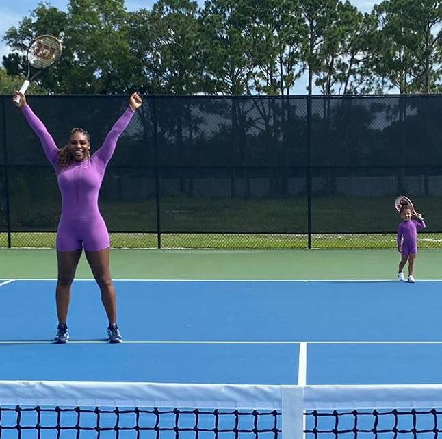 Velika Serena topi se od sreće, preslatka Olympia kopira mamu