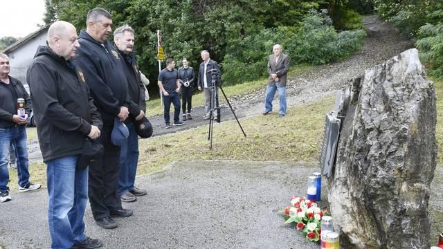 Panjani: Polaganje vijenaca kod spomen obilježja poginulim ruskim novinarima