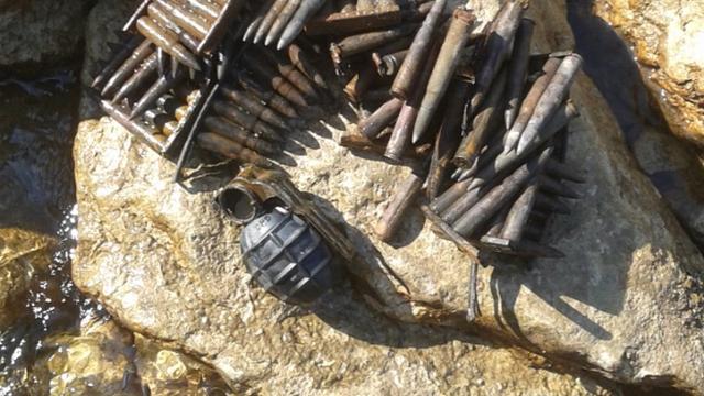 Perušić: Pronašao pet bombi i preko 2000 komada streljiva