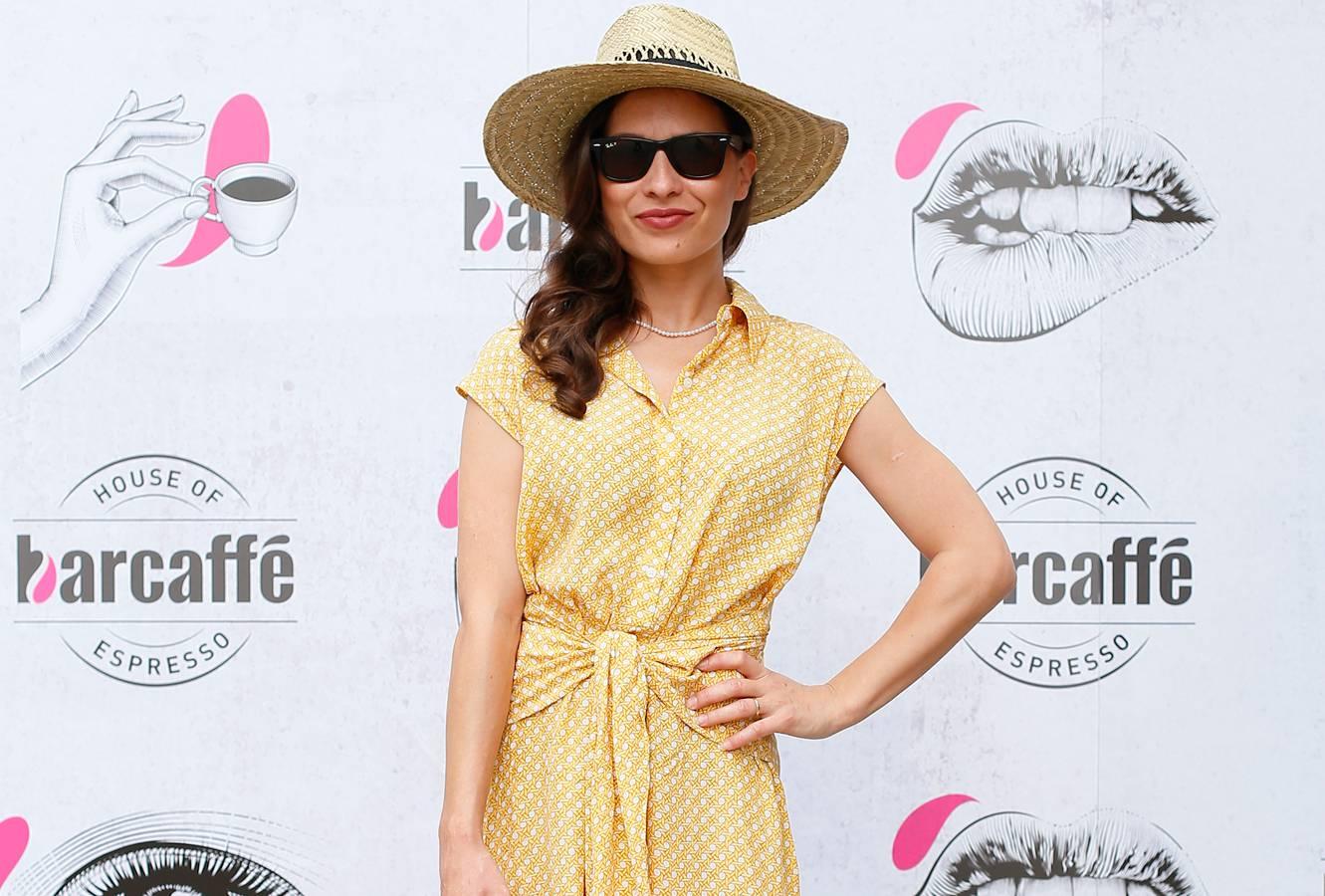 Glumica Ana Vučak Veljača bira haljinu sa sunčane strane stila