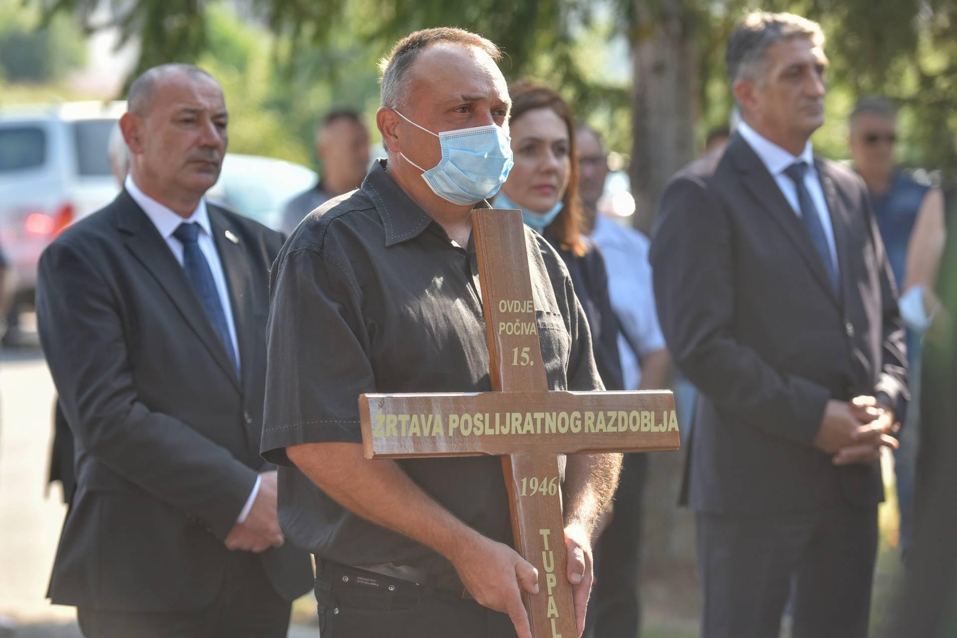 Posljednji ispraćaj posmrtnih ostataka 15 Hrvata u Otočcu ubijenih po nalogu Ozne
