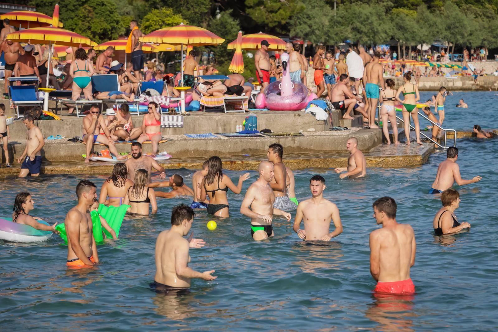 Plaže u Novom Vinodolskom su pune turista