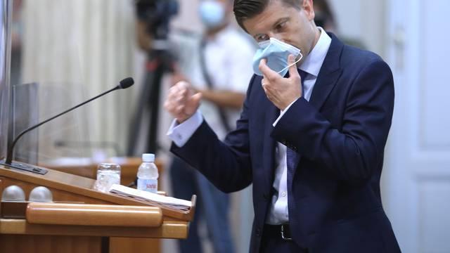 Marić se predomislio: Oni koji kupuju nekretnine, plaćat će i dalje milijardu kuna poreza!