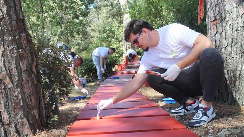 Zaposlenici HEP Opskrbe uredili okoliš park šume Dražica na Krku