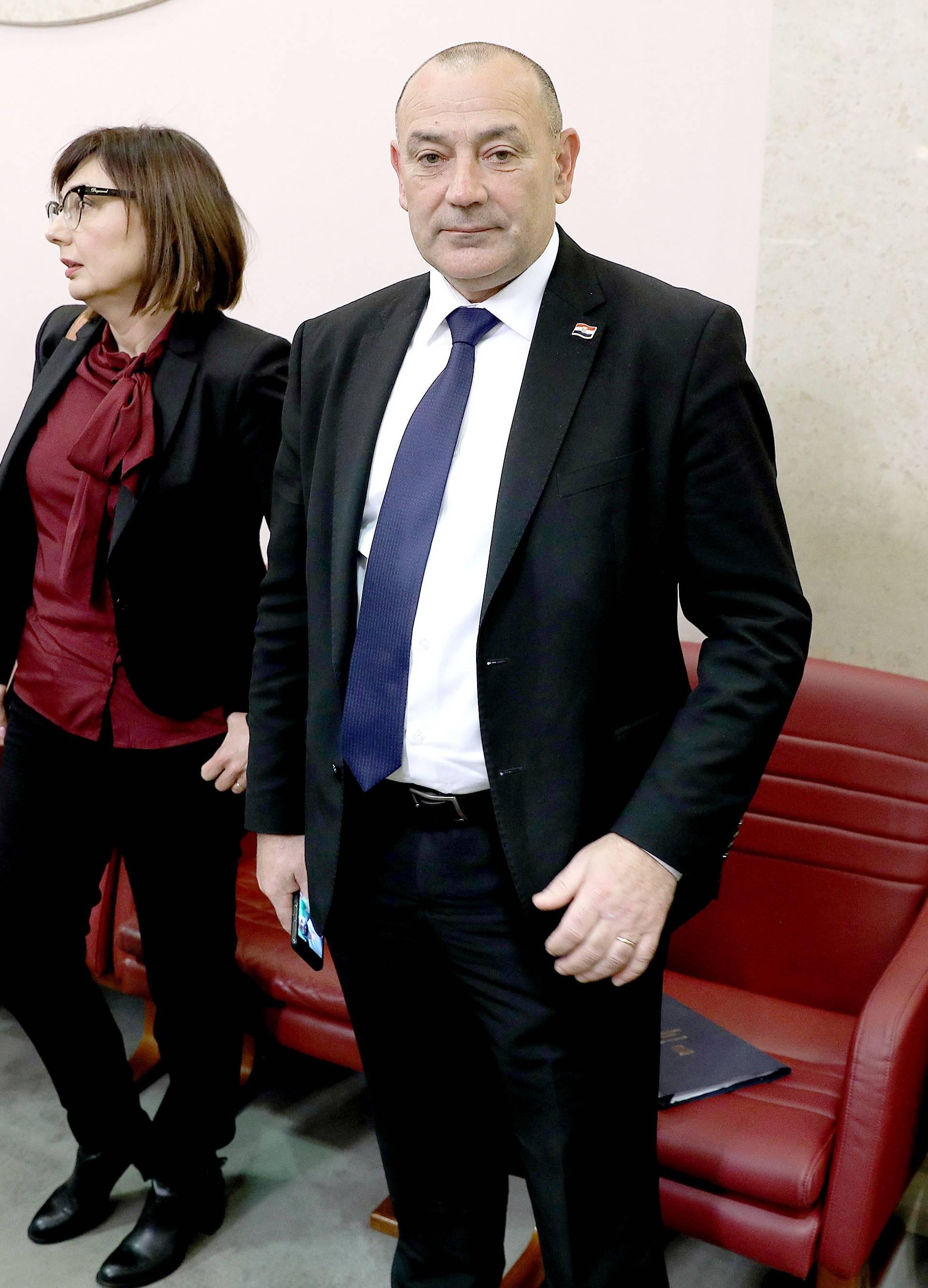 'Od Vukovara radite mauzolej, ljudi su pobjegli od vaših mjera'