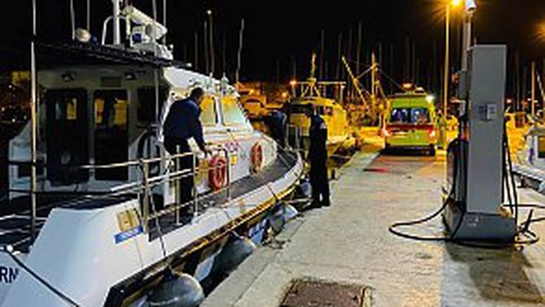 Kod Molata potonula brodica s dva ribara: 'Plutali su u moru  dva sata i držali se za hladnjak'