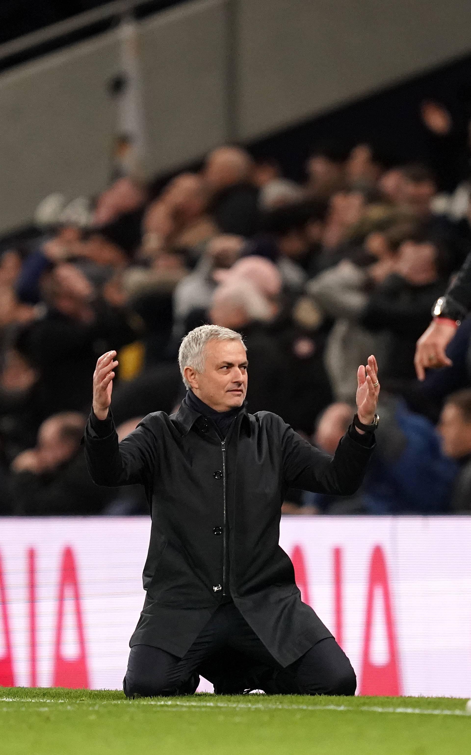 Mourinho na koljenima: 'Redsi' slavili, bez poraza i 38. susret!