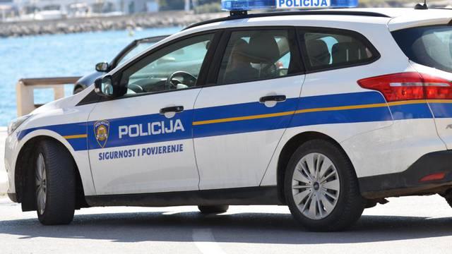 Vozio neregistrirani auto s tuđim tablicama, odbio test na drogu i policiji dao lažne eure
