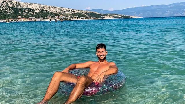 Smijenio Jovićevića, otišao na kupanje: Čolak uživa u Baškoj