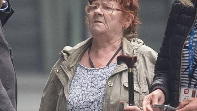 Vesela baka (68): Zove hitnu pa dira bolničare po preponama