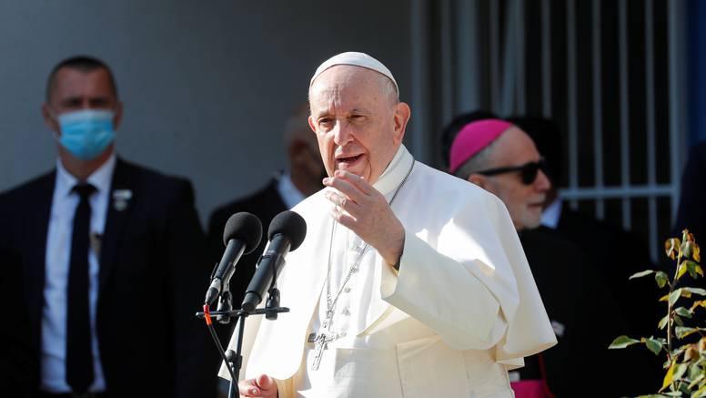 Papa se sastaje s romskom zajednicom u Košicama